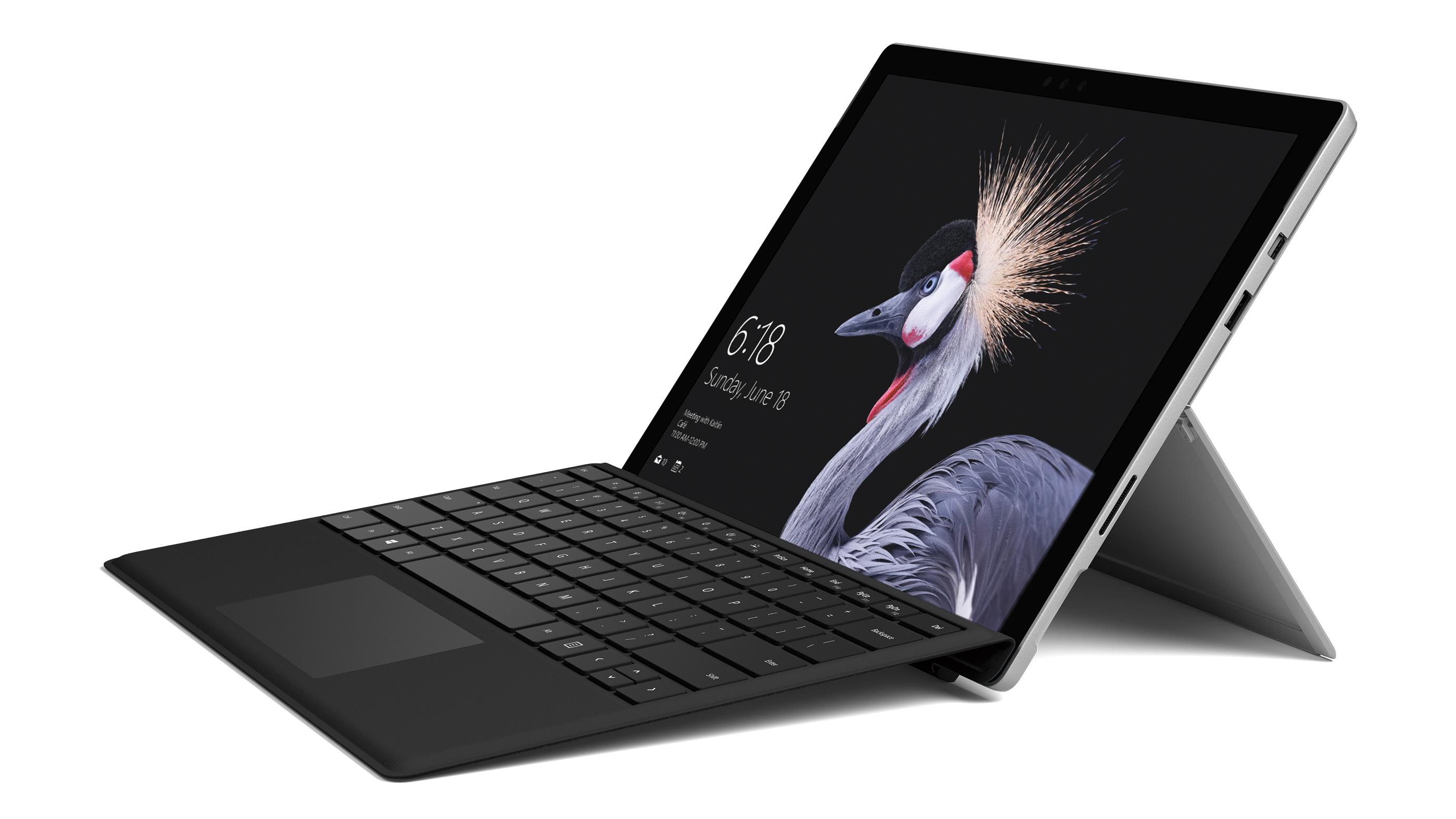 Surface Pro mit Type Cover – Schrägansicht