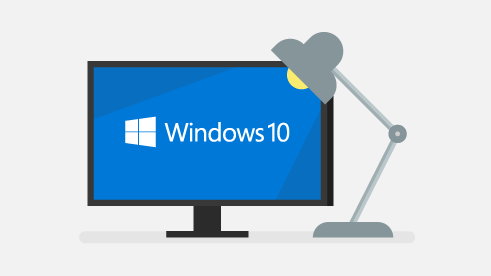 Ordinateur Windows 10 sur un bureau.