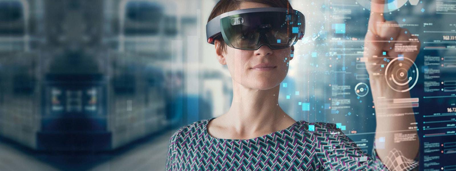 Женщина в HoloLens