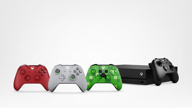 Xbox One X et deux manettes