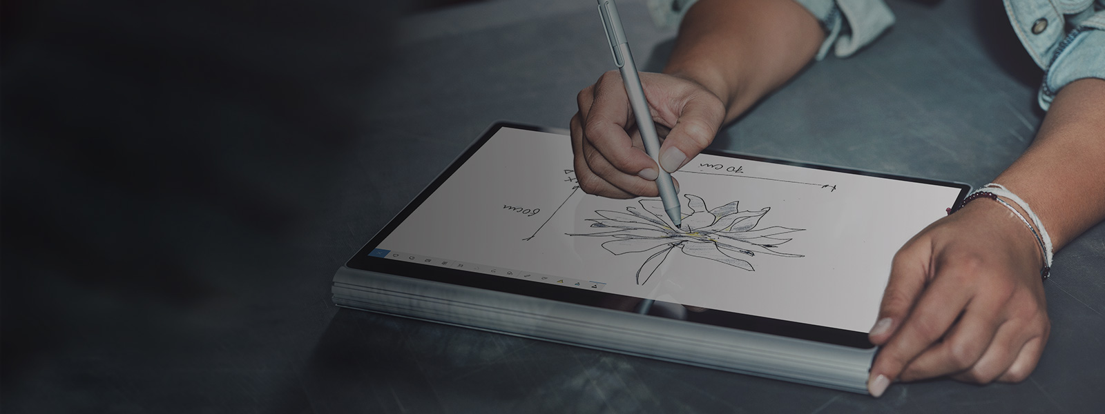 A digital pen draws on a PC screen