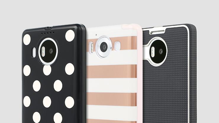 Various phone cases. | Divers étuis pour téléphones.