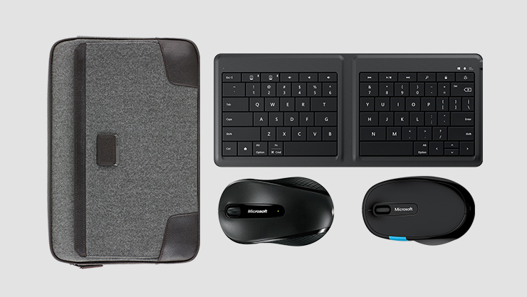 Lap top sleeve keyboard and two computer mice. | Clavier étui d'ordinateur portatif et deux souris d'ordinateur.