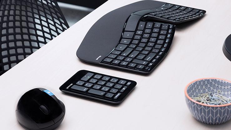Microsoft ergonomic keyboard with numpad and mouse | Clavier ergonomique Microsoft avec pavé numérique et souris