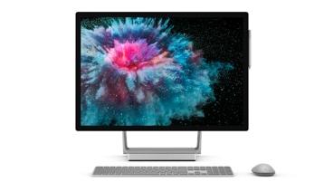 带键盘和鼠标的 Surface Studio 2
