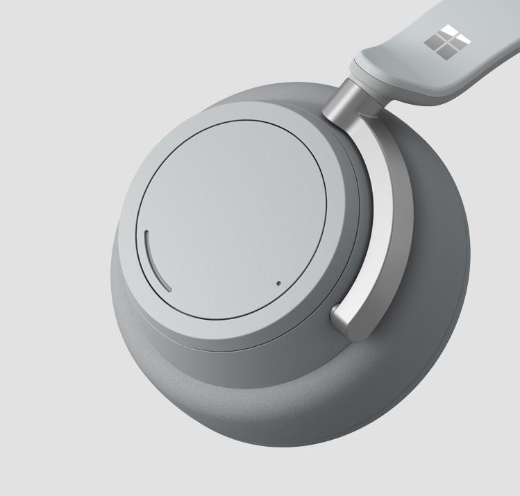 Surface Headphones 一个耳罩的特写
