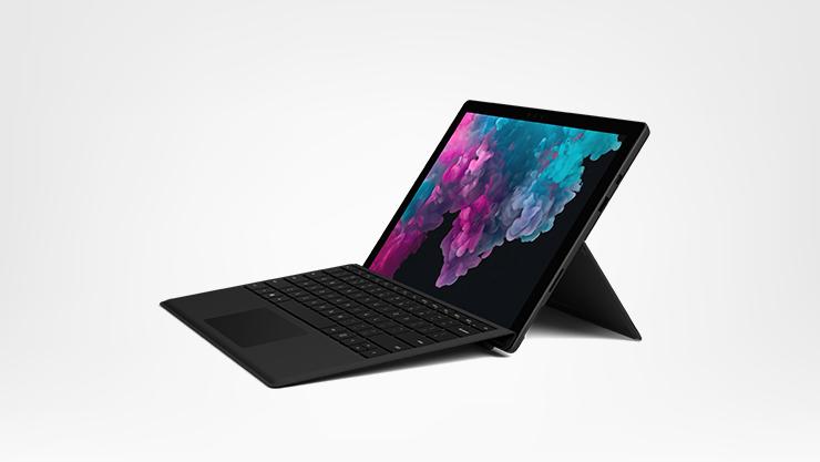 Surface Pro 6 mit Type Cover – Seitenansicht