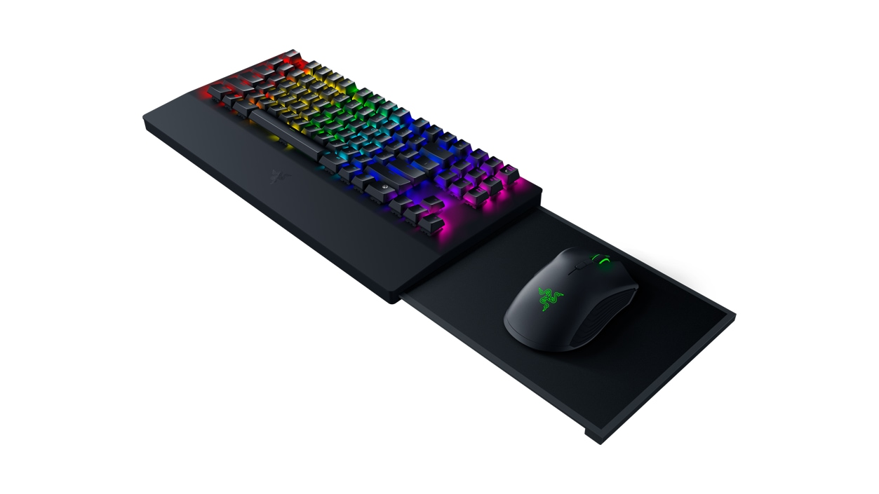 Right angled view view of Xbox Razer Turret Keyboard.