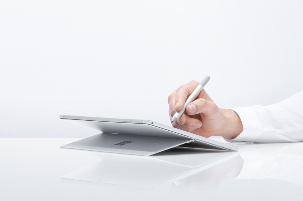 白金色 Surface Pro 6 與 Surface 手寫筆