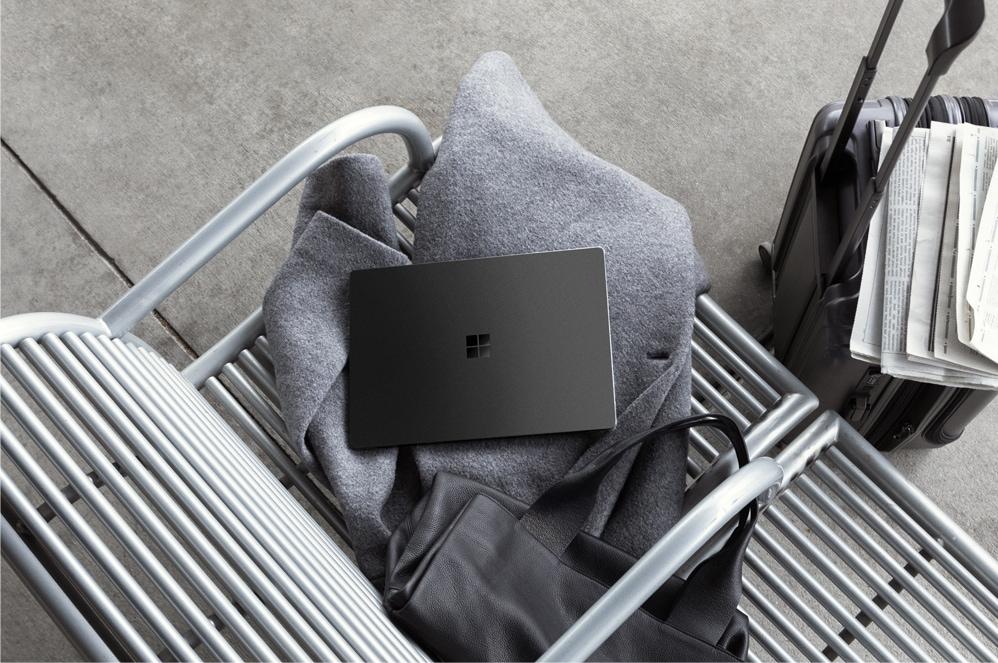 Surface Laptop 2 在工作臺上
