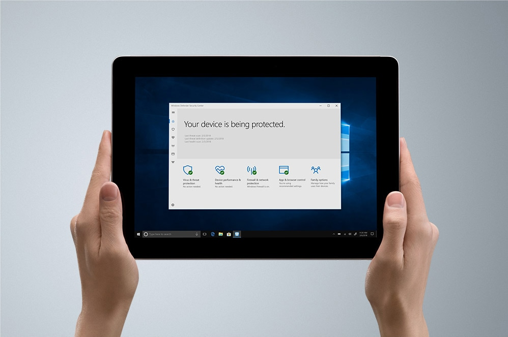 Ein Surface Go als Tablet mit Windows Defender
