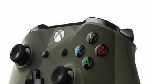 Controlador Xbox con un diseño de camuflaje moderno verde oscuro
