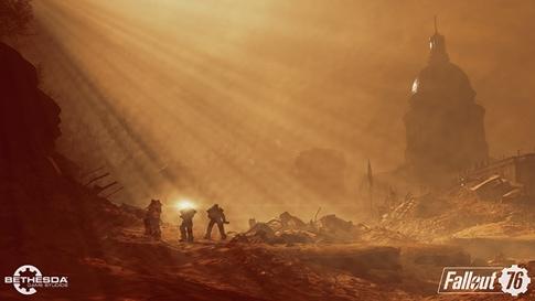 3 osoby w pancerzach Power Armor patrolują obszar po niedawnym ataku jądrowym