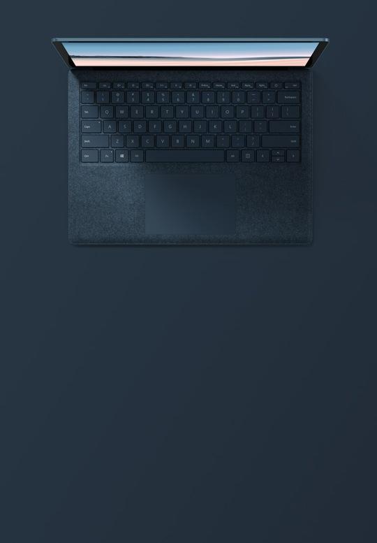 13.5 吋鈷藍色 Surface Laptop 3 的俯視圖
