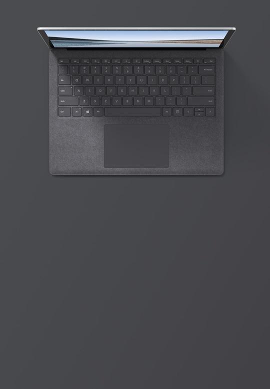 13.5 吋白金色 Surface Laptop 3 的俯視圖