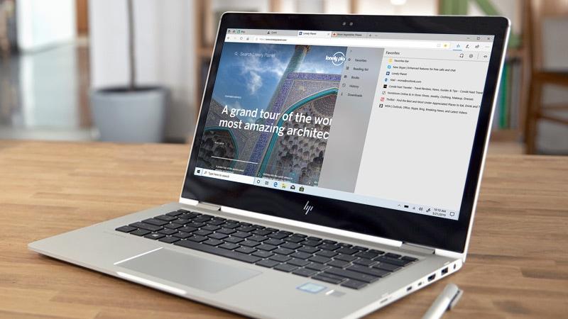 Um computador com Windows 10 mostrando o navegador Microsoft Edge na tela.