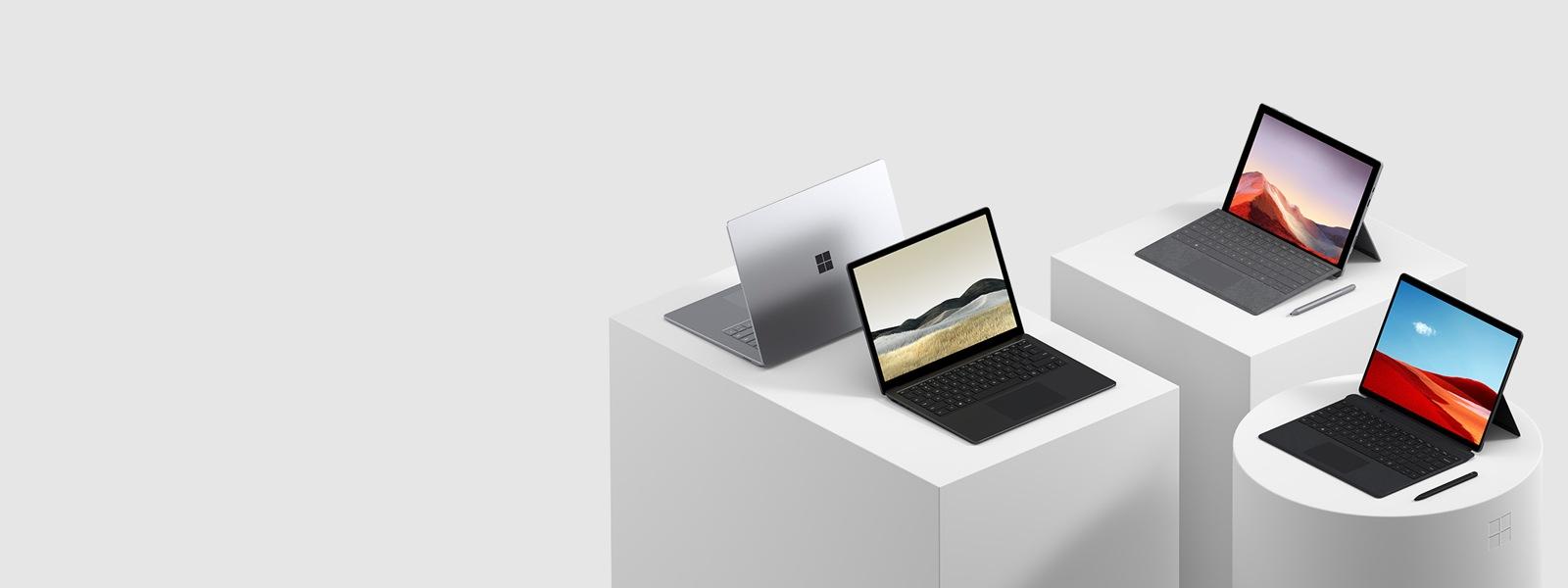 En uppvisning av Surface-datorer och -surfplattor.