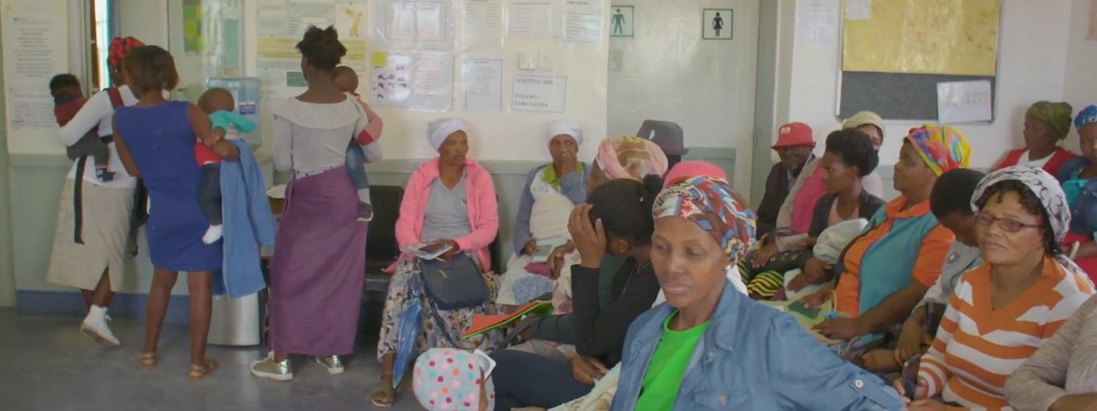 Un gruppo di donne nel centro sanitario