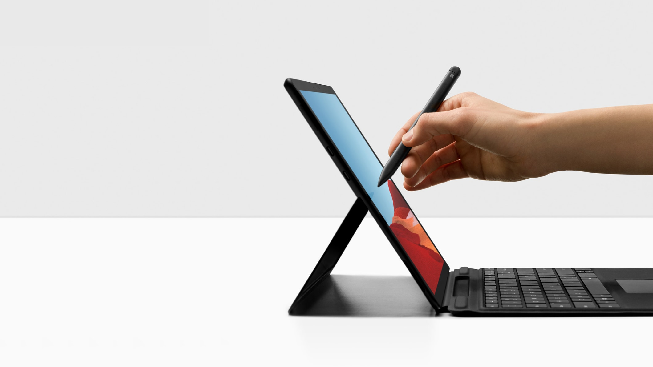 Surface Pro X met Surface Pro X Signature keyboard en Surface Slim Pen
