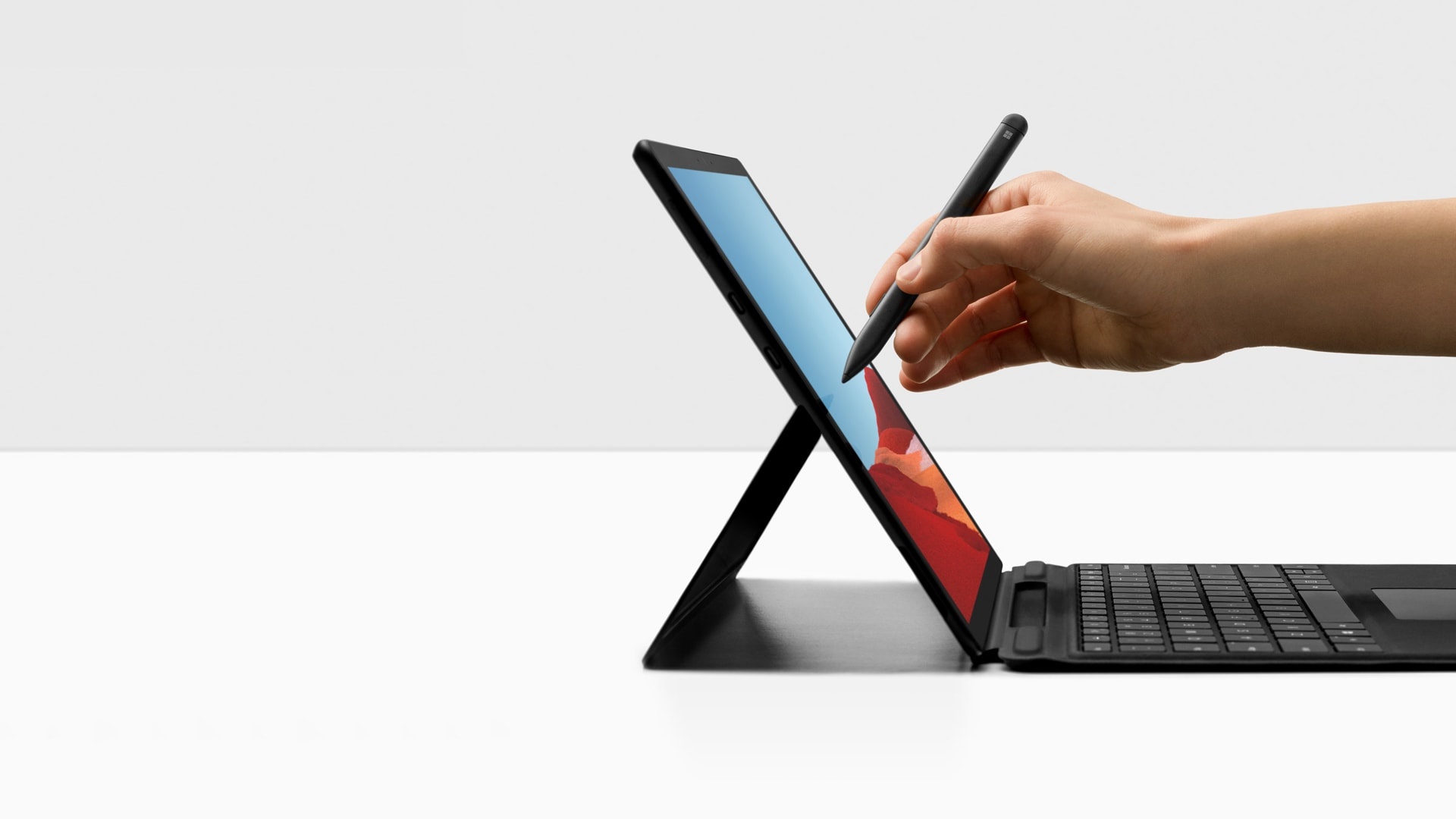Surface Pro X 與 Surface Pro X Signature Keyboard 和 Slim Pen