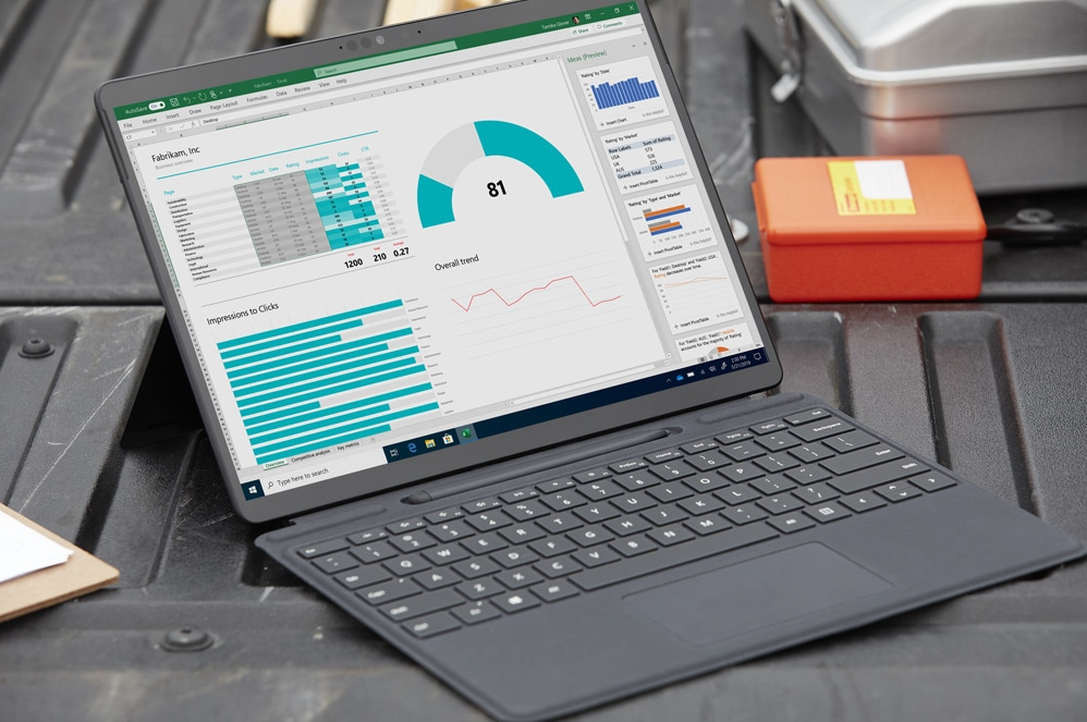 une Surface Pro X avec Surface Pro X Signature Keyboard with Slim Pen