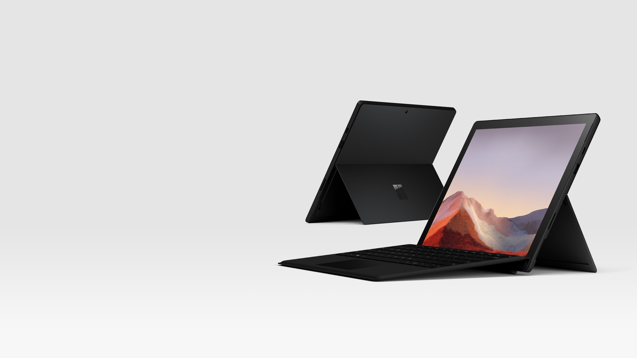 Surface Pro 7 in Mattschwarz mit Surface Signature Type Cover