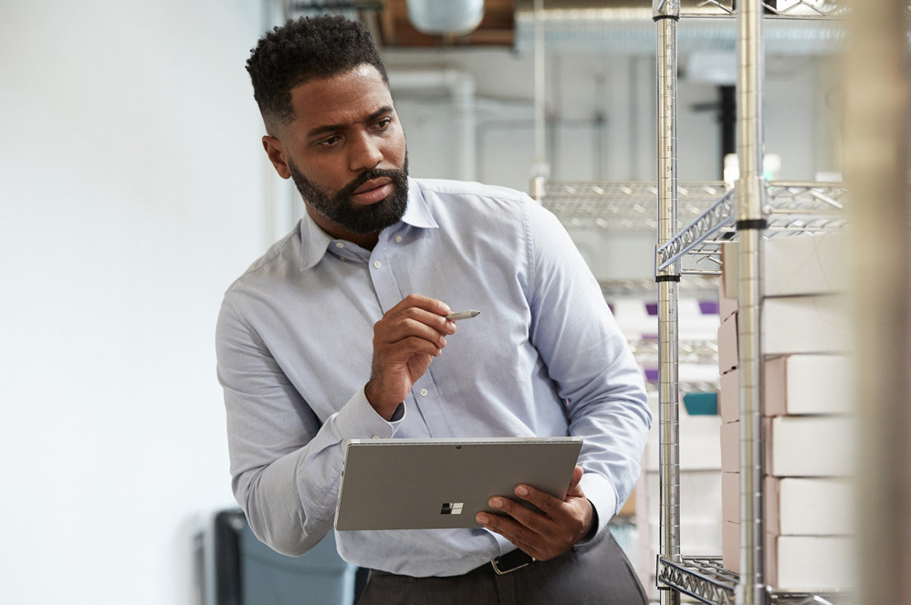 A man uses Surface Pen with his Surface Pro 7 in Tablet Mode