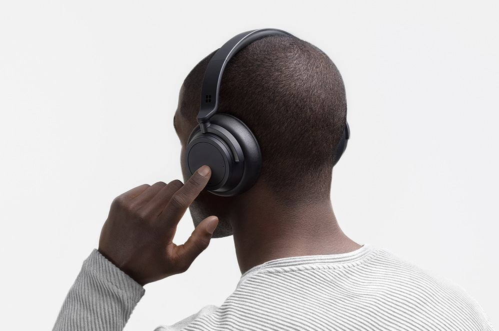Man listening to the Surface Headphones 2 in Black