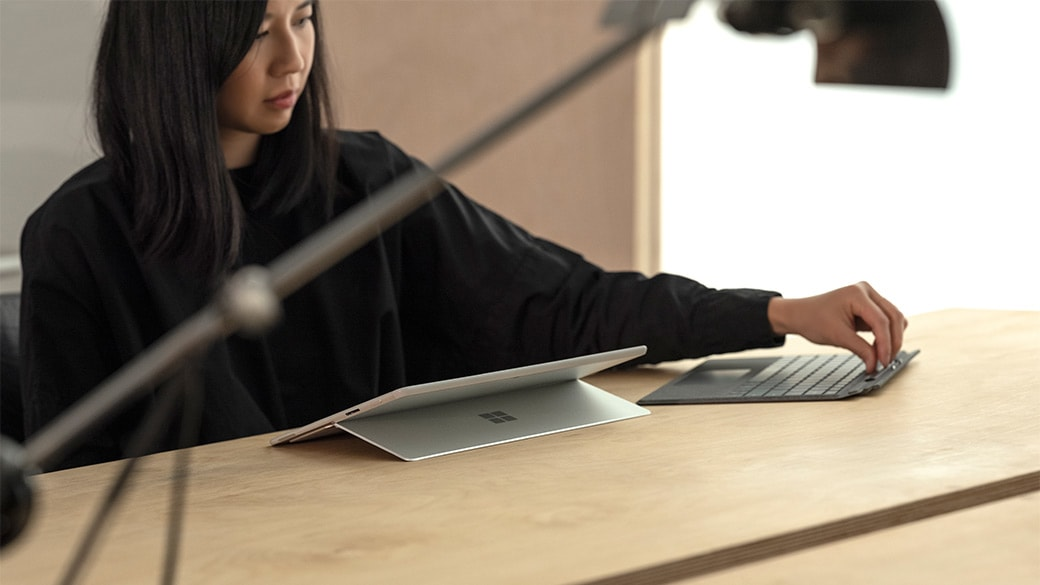 Surface Pro X Signature Keyboard และ Slim Pen