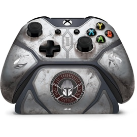 Front View of Mandalorian Wireless Xbox Controller & Xbox Pro Charging Stand Set
