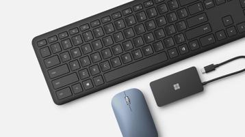 New Microsoft Bluetooth® Keyboard, Microsoft Modern Mobile Mouse - Pastelowy niebieski, i Microsoft USB-C® Travel Hub