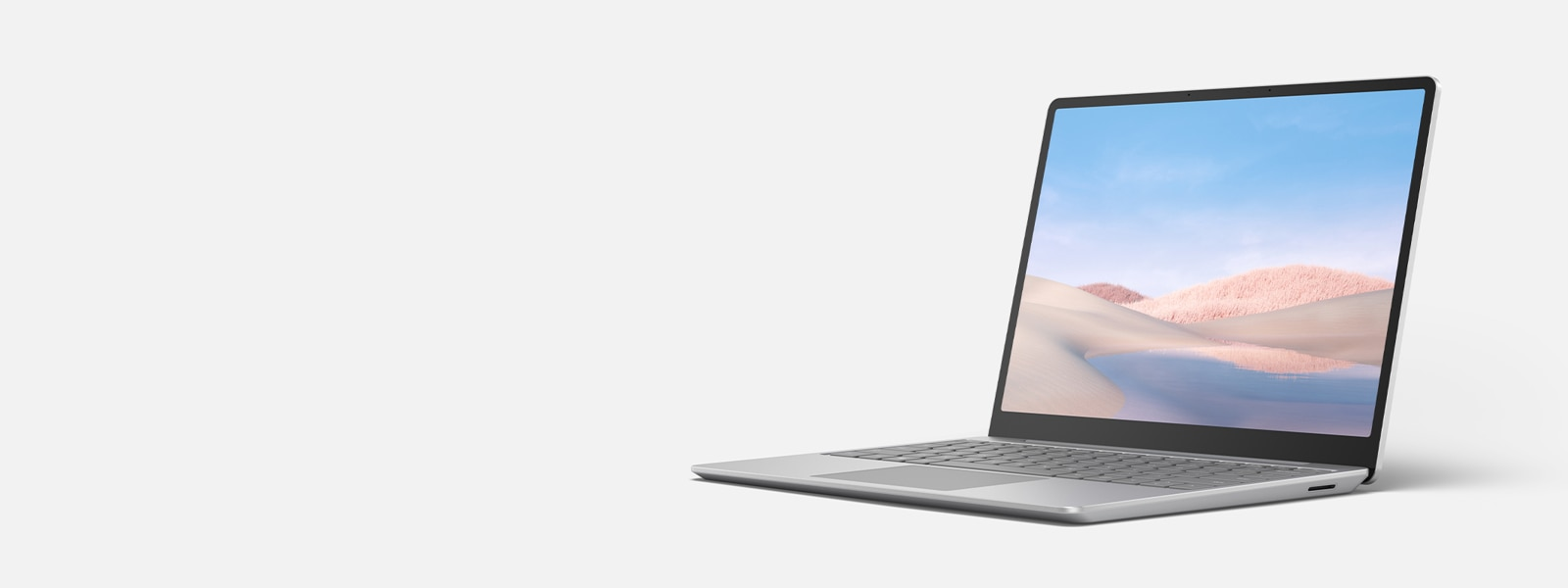 Surface Laptop Go, показан отворен.