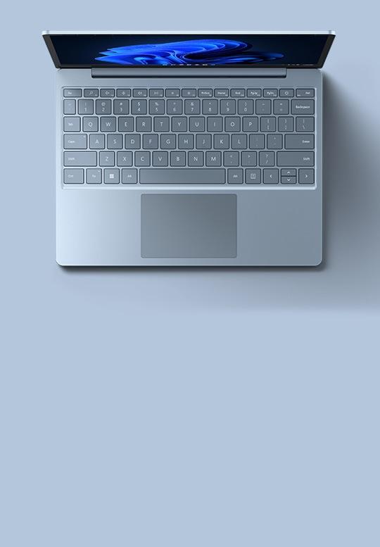 アイス ブルーの Surface Laptop Go