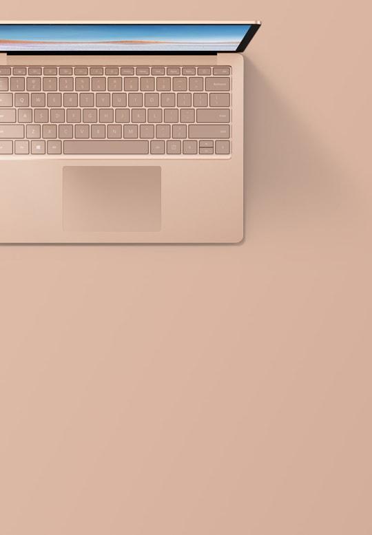 砂岩金 13.5 英寸 Surface Laptop 3 俯视图