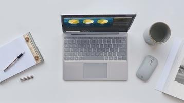 Surface Laptop Go pe rle aziende su una scrivania