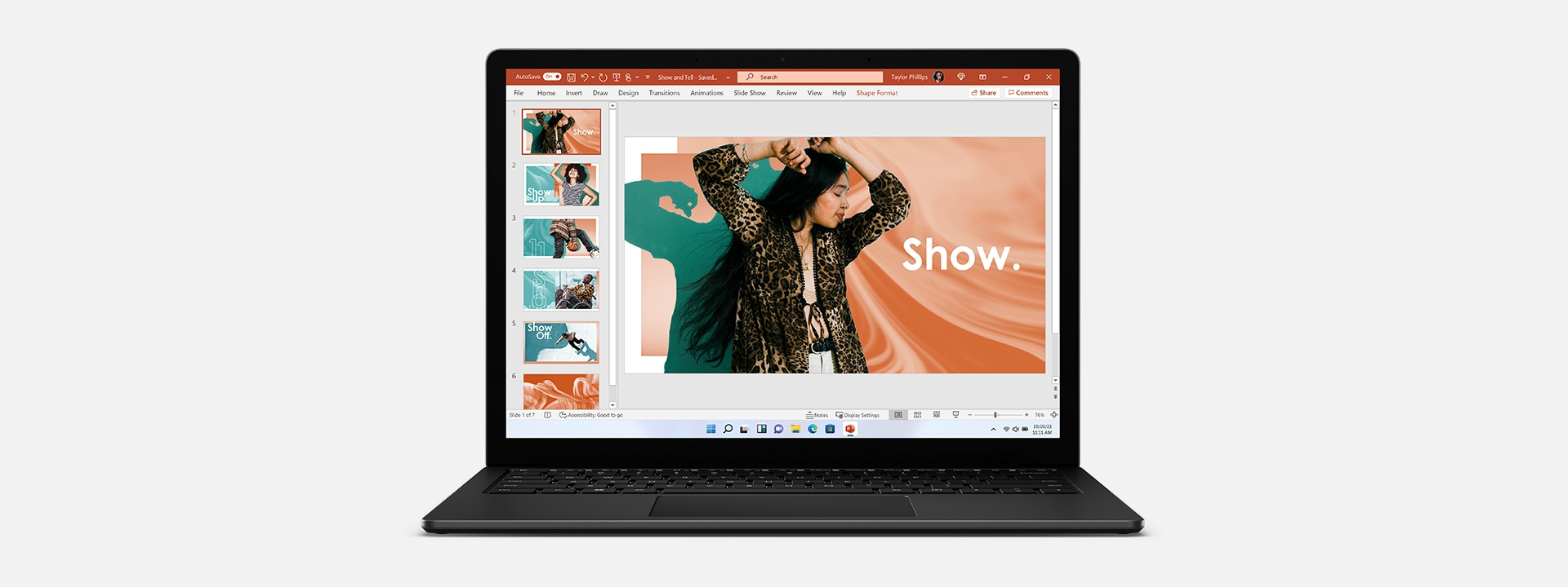 Surface Laptop 4 en negro mate que muestra Microsoft PowerPoint