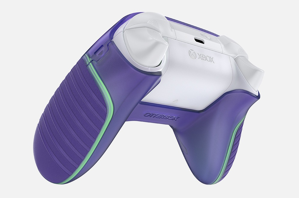 An Xbox controller featuring glow-in-the-dark grip edges.