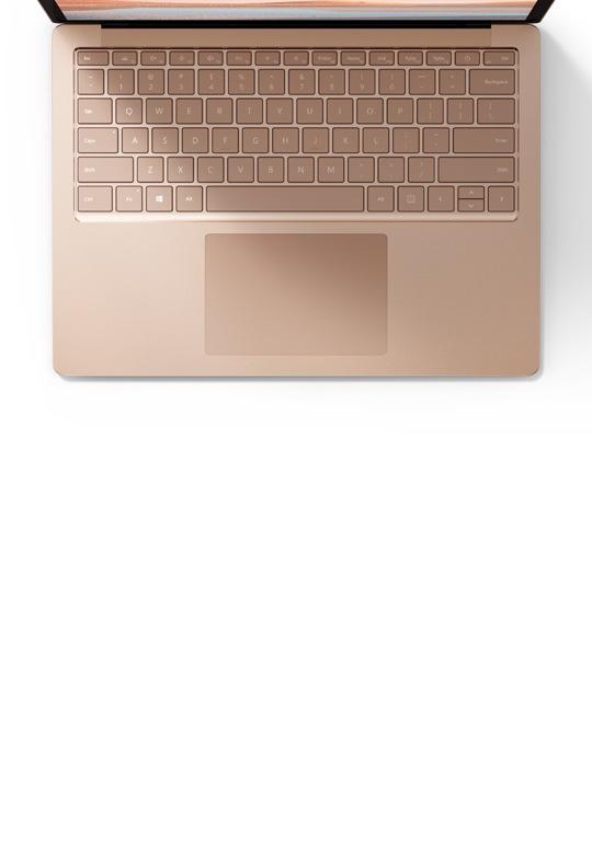 砂岩金光滑金属饰面的 Surface Laptop 4 特写
