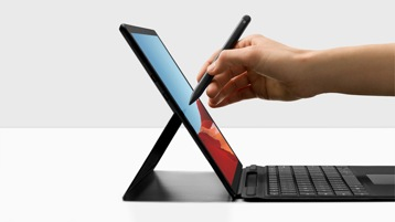 Surface Pro X mit Surface Pro X Signature Keyboard und Surface Slim Pen