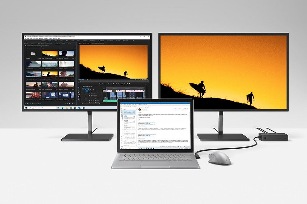 Un computer Surface Book 3 con 2 monitor 4K collegati tramite Surface Dock