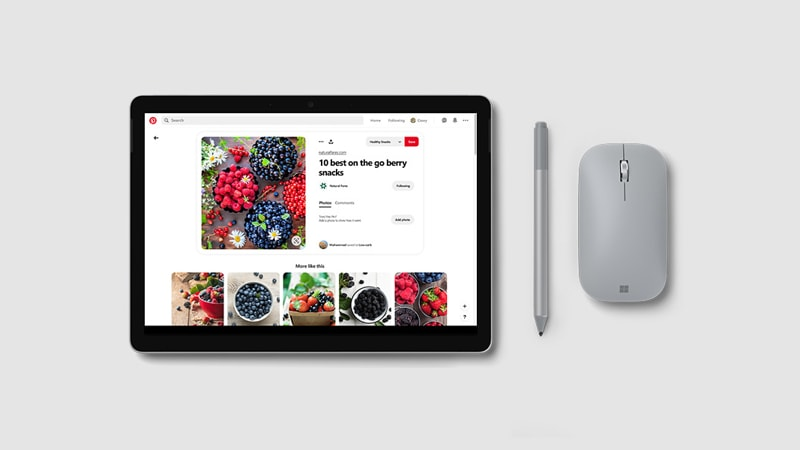 Surface Go 2 en mode tablette avec le stylet Surface affichant une application de coloriage