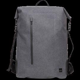 En bild framifrån på Knomo Cromwell grå 14-tums ryggsäck med rullöppning