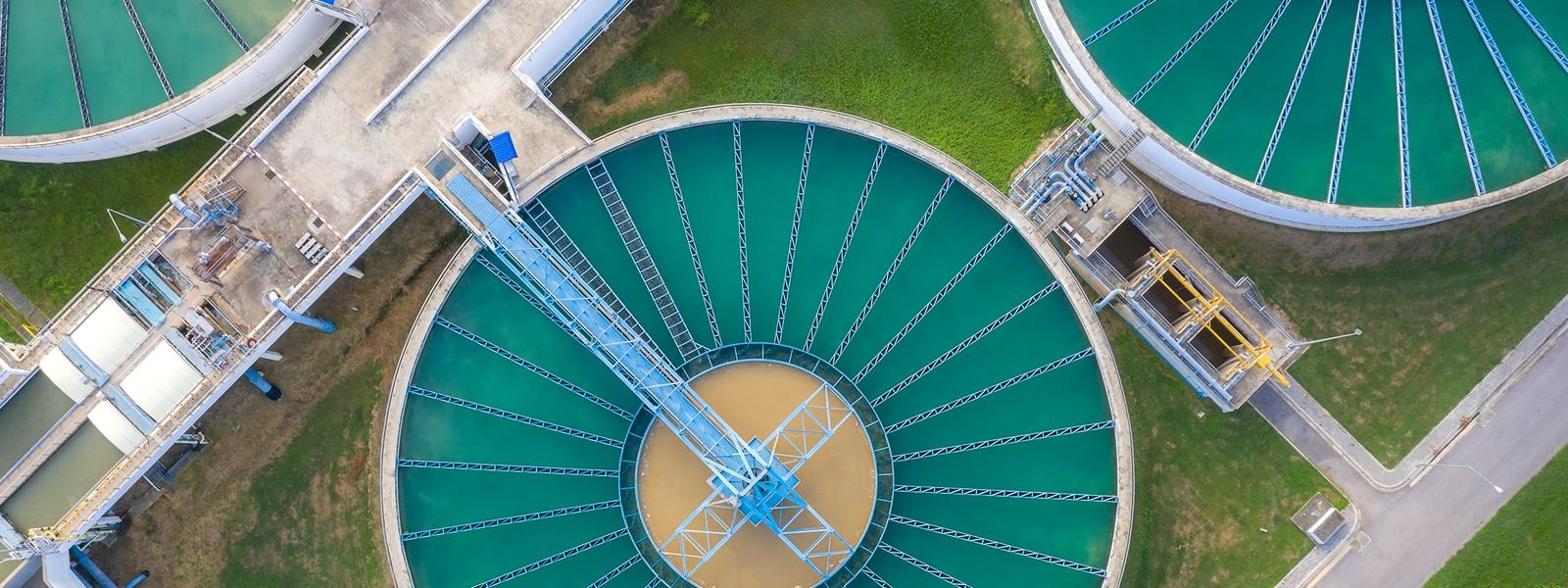 Wasseraufbereitungsanlage von oben betrachtet.