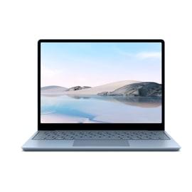 Ein Surface Laptop Go in Eisblau steht offen vor einem weißen Hintergrund.