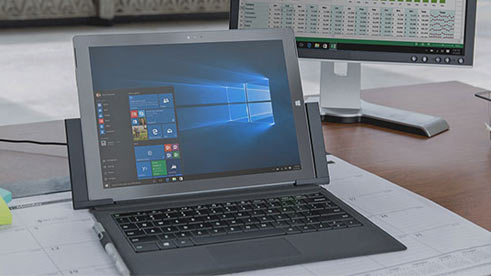 PC mit Windows Startmenü, Windows 10 Enterprise Testversion herunterladen