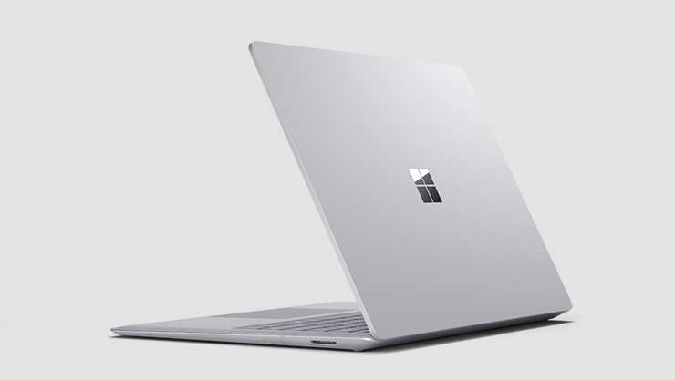 Un Surface Laptop aperto.