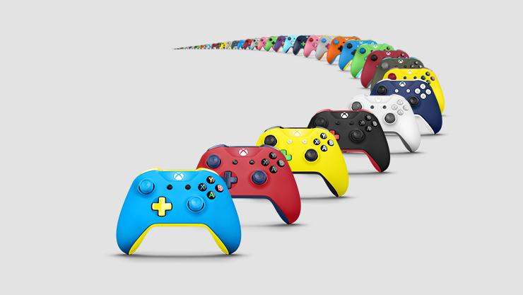 Tre Xbox Design Lab Controller di diversi colori: arancione, verde e blu.