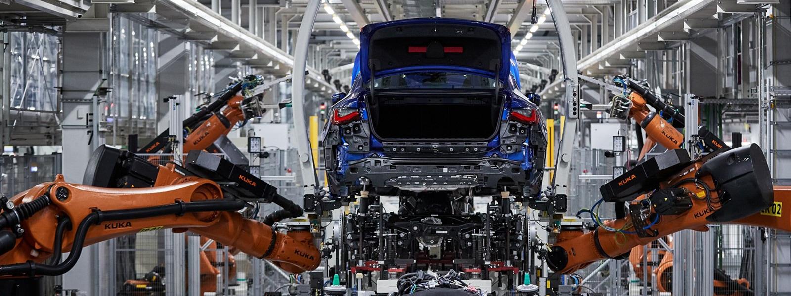 Fertigungshalle einer Autoproduktion