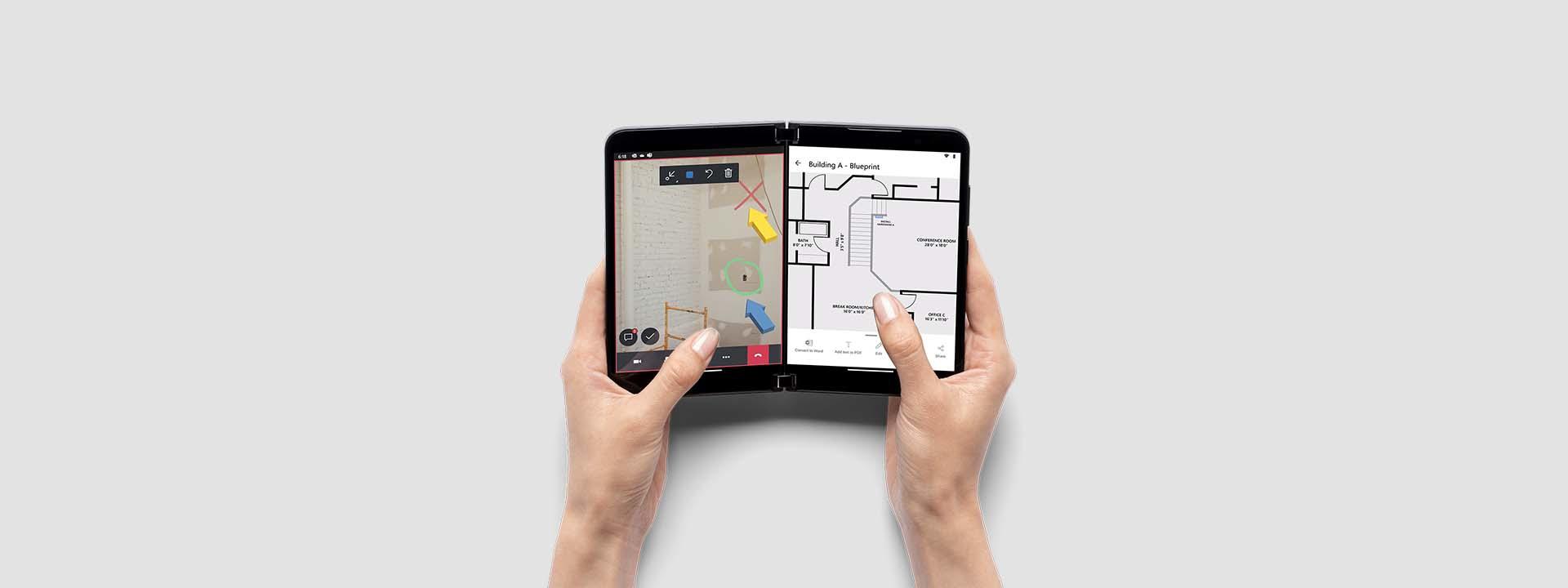 Zwei Hände halten einen Surface Duo 2 aufgeklappt, um die Remote Assist App und eine PDF auf zwei Bildschirmen darzustellen