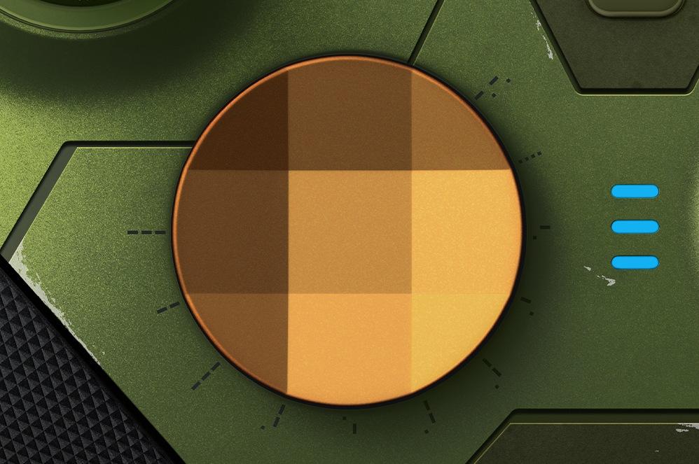 Achterkant van de Xbox Elite draadloze controller Series 2 – Halo Infinite Limited Edition met close-up van de geribbelde trekkers